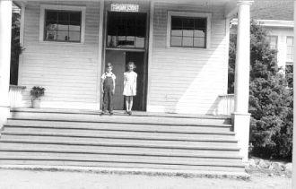 Carolynn and Ronald Teed, Washington 1940