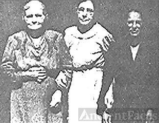 Ferguson Sisters; Cherokee, KY