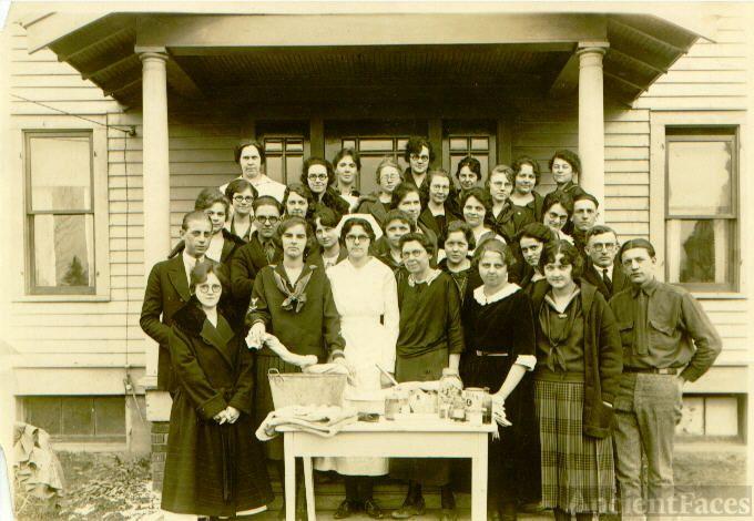 Clara Emma Weber and class at Florida Sanitarium