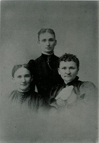My Ggrandmother Olivia Boyd Woodruff & 2 sisters