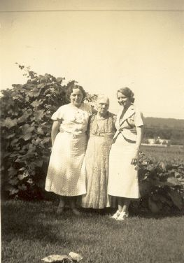 Clara and Grace Carr with mother