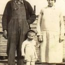 Aaron, Pearl, and Roy Lee Hinton, 1930