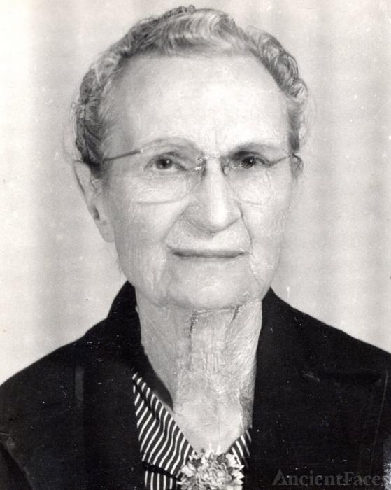 "Josephine Luvenia ""Jocie"" Whitton Embry"