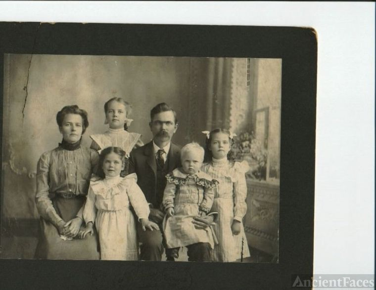 Mystery WARREN photo