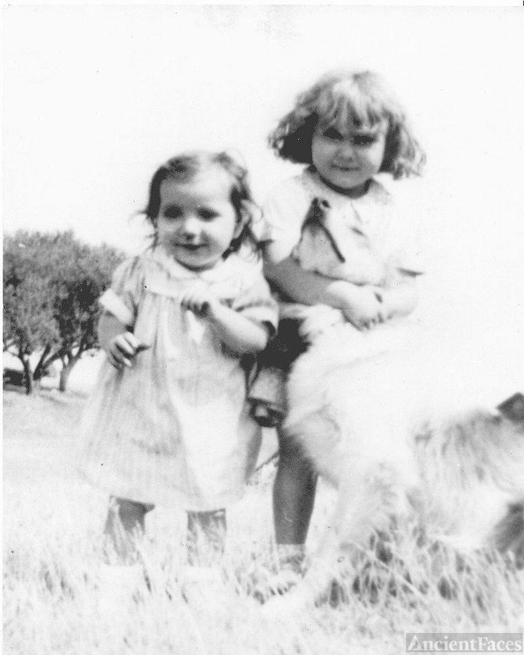 Nadine and Monica Szabo