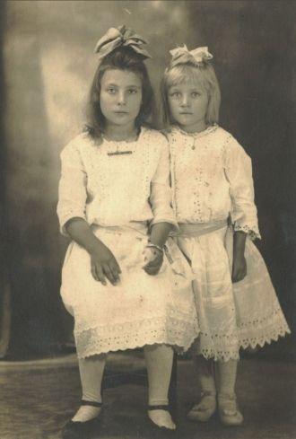 Clara & Lydia Hoppe