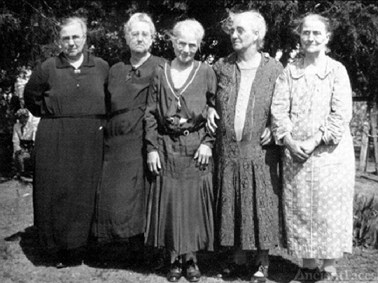Lentz Sisters