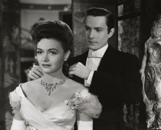 Hurd Hatfield and Donna Reed.