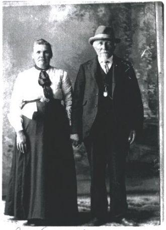 Johann & Anna (Speikers) Hinderscheit, Minnesota 1918
