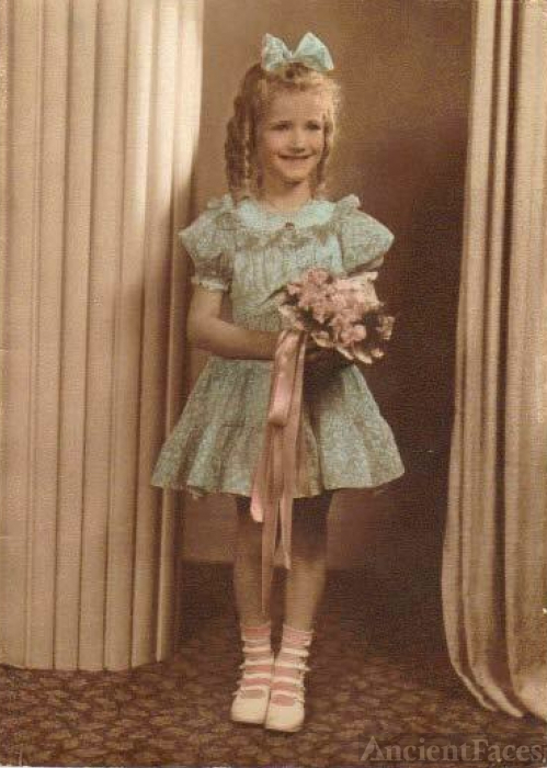 Shirley Gay (Davis) Helms