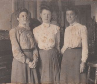 Marion & Fern (Cheney) Woodbury, 1903