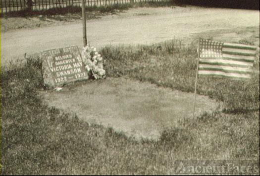 Gloria May Swanson gravesite