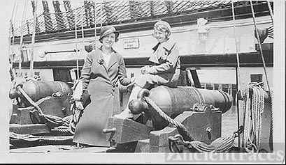 Tekla and Elaine Kroetch Bell; Washington State