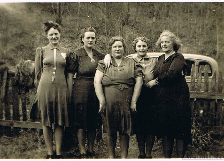 VERDA ADAMS WITH SISTERS