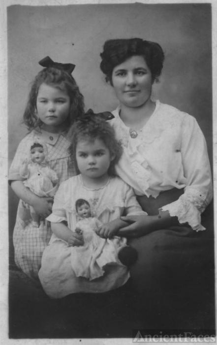 Bertha, Eleonor, & Brunhilde Hummel