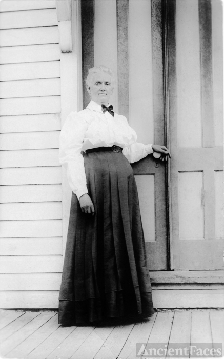 Mary Elizabeth (Smith) Lavender aged about 67 years old.