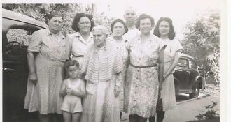 The Carrs Meet With Relatives In Bedford