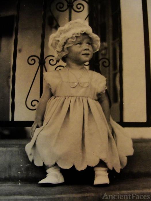 Jacqueline Joan Leral (aka Leralsky)