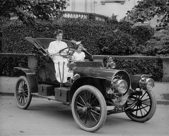 Bliven family in Vintage Franklin Car