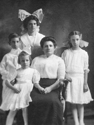 Lena Droitener Grass & Children, Indiana