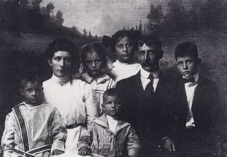 Truman and Alice (Town) Siggins family