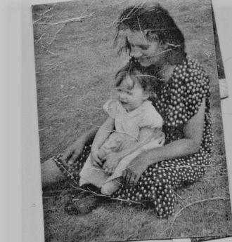 Edna Mae Smith (Chitwood) holding Alveta Marie Hogue