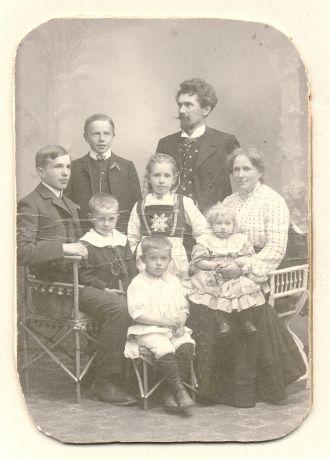 Kristian Skolmen and family