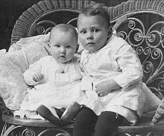 Mudgett family 1918