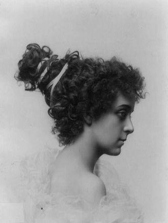 Hairstyle circa 1900, Cynthia