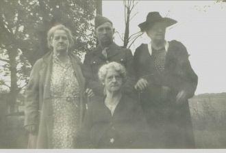 John T. Quinn & family, Indiana 1945
