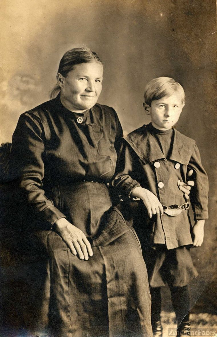 Louisa (Schechterle) Lauterwasser and Robert
