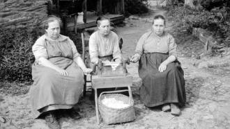 Hettie, Martha, and Louisa Walker, 1936