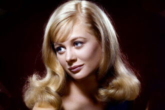 A photo of Shirley Knight