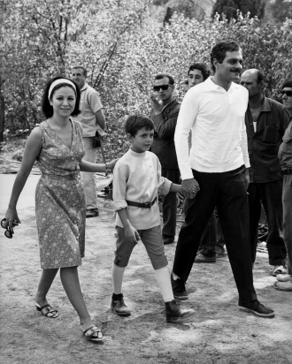 Omar Sharif with wife and son.