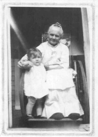 Josephine Brunstedt and Shirley Moberg (child)