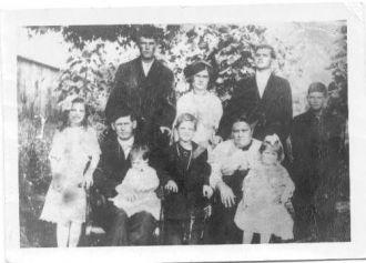 Martin & Anna Erickson family, Illinois 1914