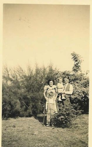 Kenneth & Madeline (Neal) Tanksley With 2 Children