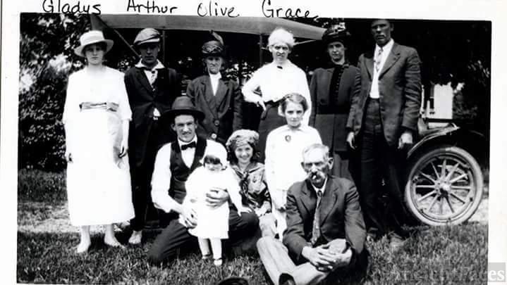 Arthur Linn Family