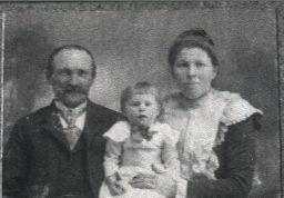Casper, Anna & Lena Hinderscheit, Minnesota 1902