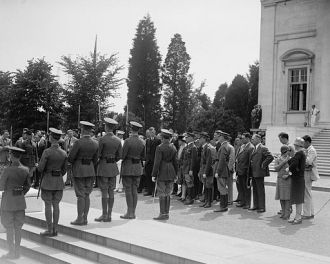Lindbergh at Tomb of Unknown, 6/12/27