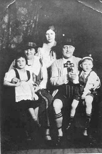 Nicolaus Family, 1922 Germany