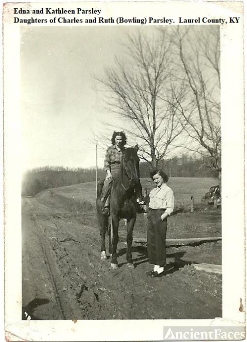 Edna and Kathleen Parsley in Laurel County, Kentucky