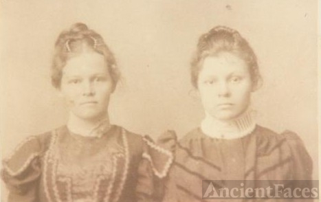Mary Jane and Kathryn Belle Wells