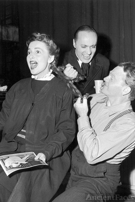 Charles Boyer, Olivia deHavilland and James Cagney