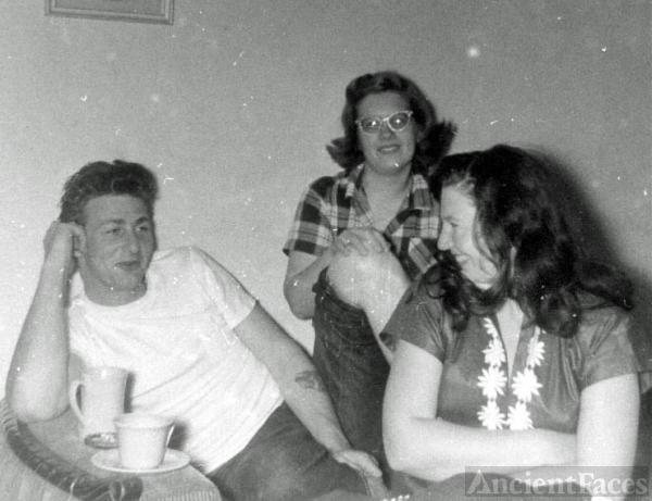 Frank Kroetsch, Joyce Benning