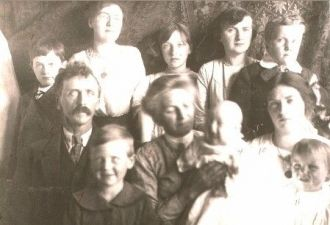 William A. & Elizabeth (Rembe) Croft Family, 1912