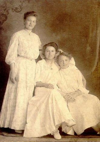 The Dumas Sisters