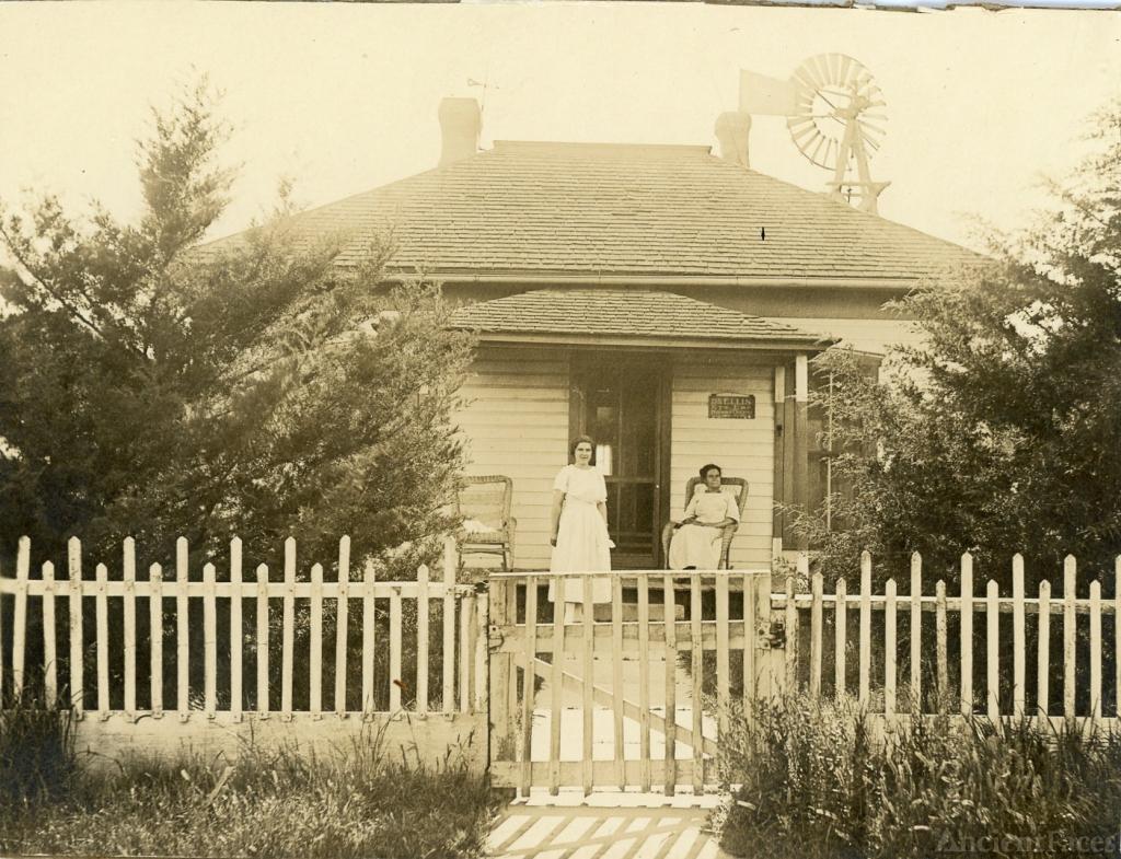 Lyndall & Laura Ellis c1916, Kansas