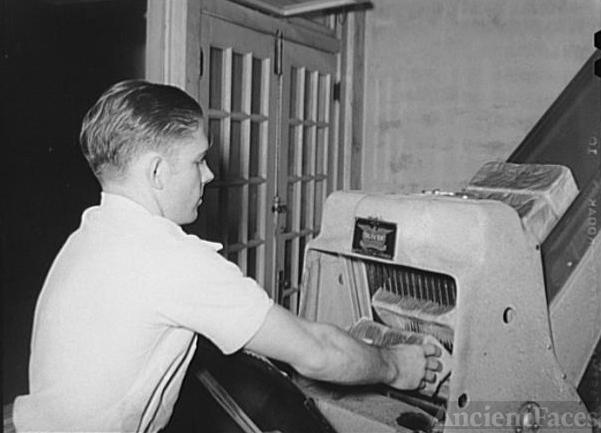 Slicing bread at bakery. San Angelo, Texas