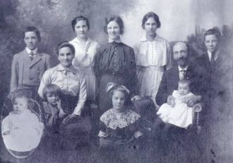 William  and Kate Flaws Family 1916